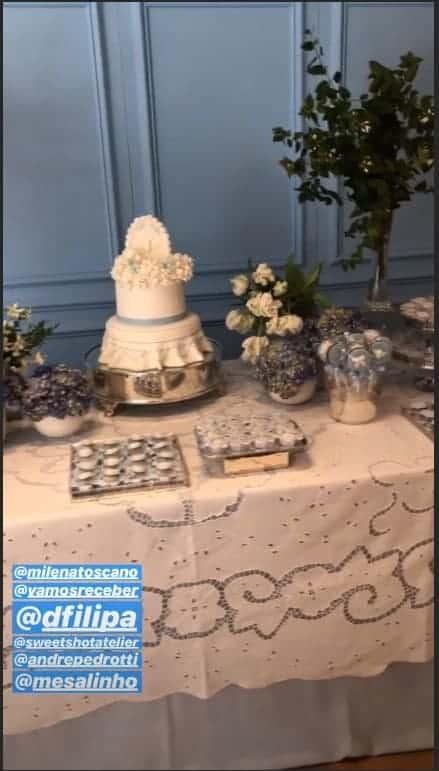 o bolo e detalhes da mesa do batizado do pequeno João Pedro