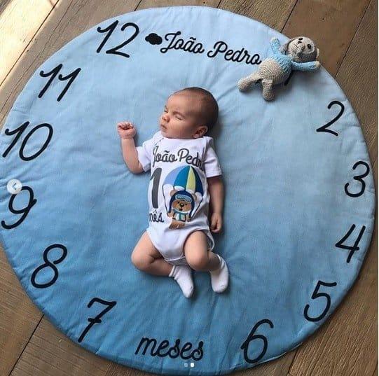 O bebê João Pedro durante ensaio fotográfico para comemorar seu primeiro mês de vida
