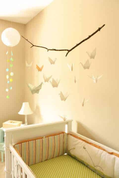 Você pode criar seu próprio móbile para decorar o quarto de bebê