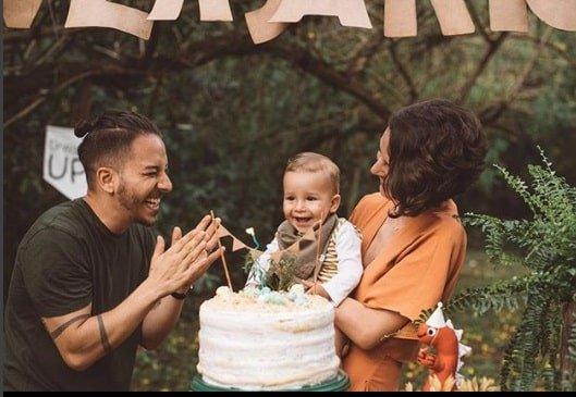Junior Lima e sua esposa Monica Benini conseguiram fazer a festa mesmo com a chuva