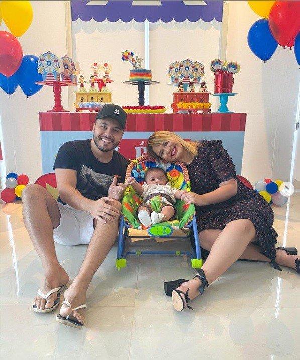 Murilo Huff e Marília Mendonça celebrando mêsversário do pequeno Léo