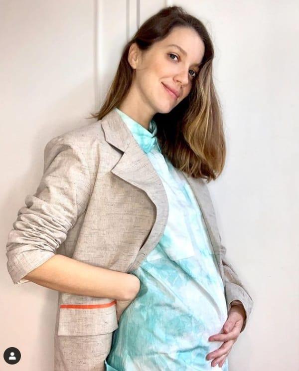 Nathalia Dill exibiu a barriguinha de grávida e falou sobre isso
