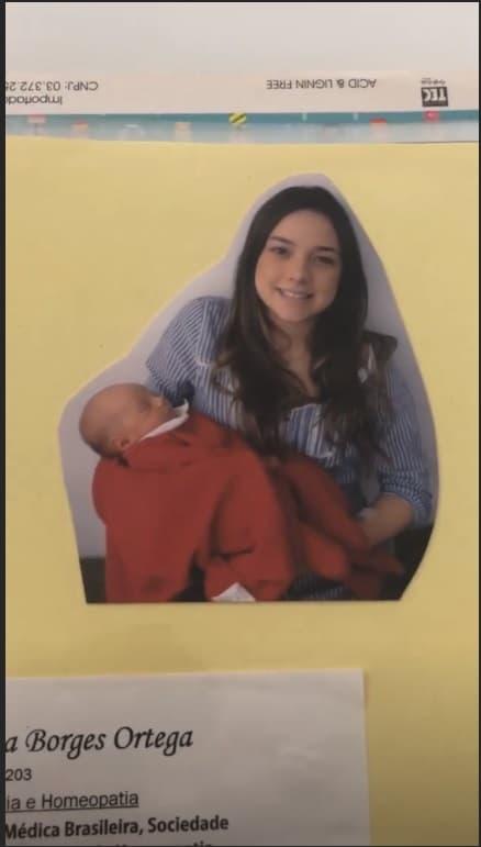 Carol Dantas com Davi no colo, ainda na maternidade