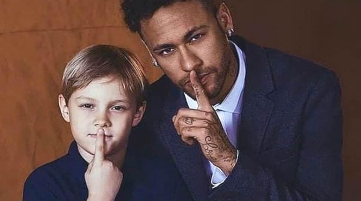 Neymar visita escola de filho