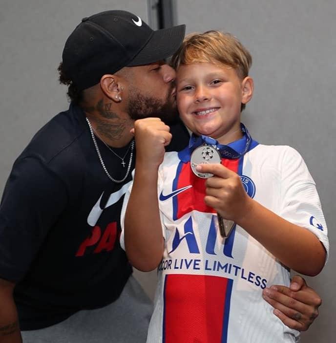 Neymar comemorando o aniversário do filho