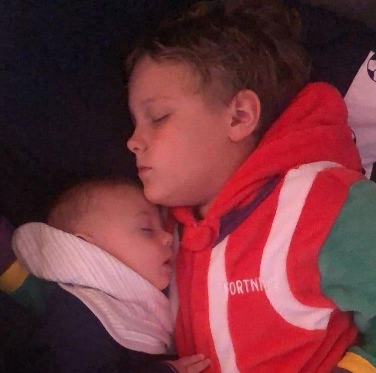Filho de Neymar com seu irmão caçula