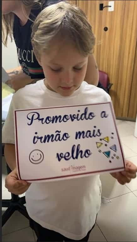 Filho de Neymar anunciando seu irmãozinho que vai nascer