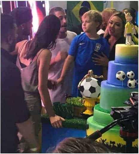 Uma foto importante para Davi Lucca, nela juntos Carol Dantas, Neymar, Bruna Marquezine e Vinícius Martinez