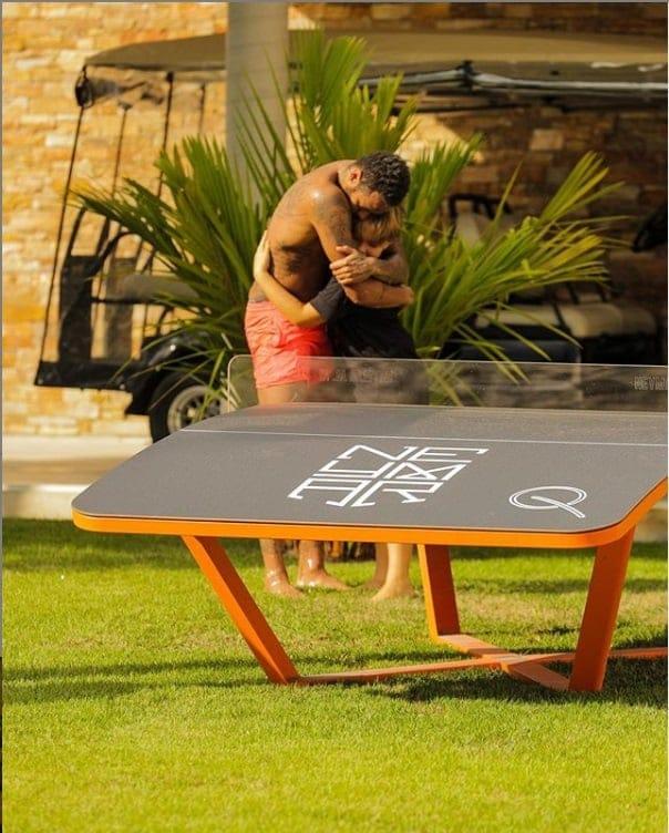 Neymar com o filho na sua mansão