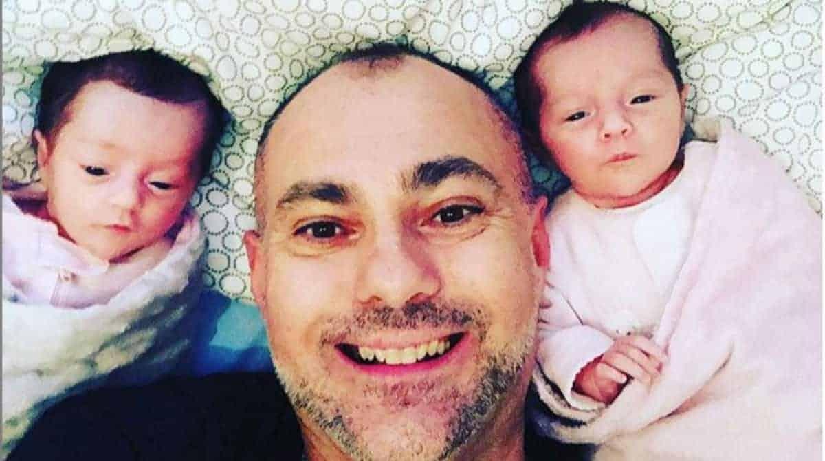 Acompanhe agora a história deste pai e de suas bebês gêmeas
