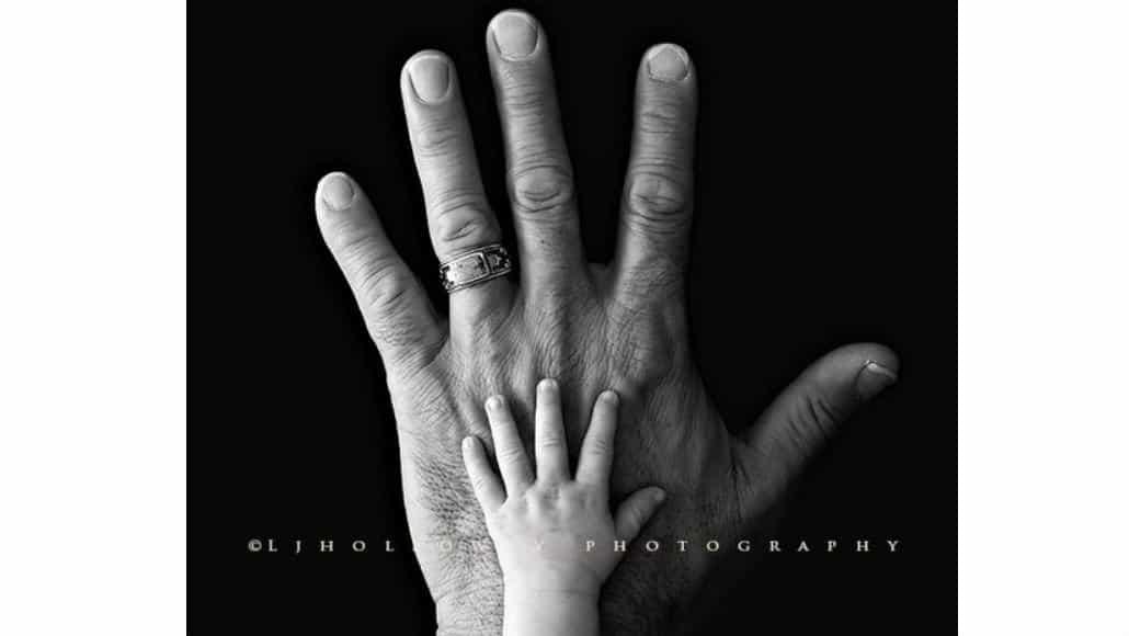 Esta é uma ótima ideia de foto do pai com o bebê