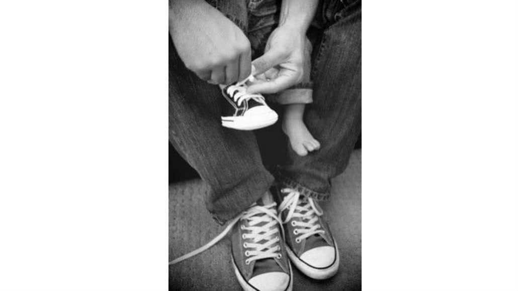 Pai e bebê com o mesmo sapato