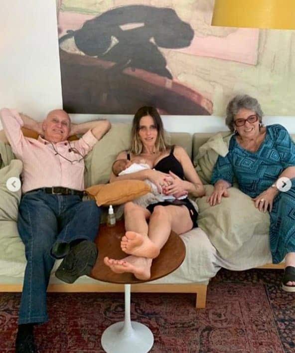 Fernanda Lima ao lado da filha e de seu pai