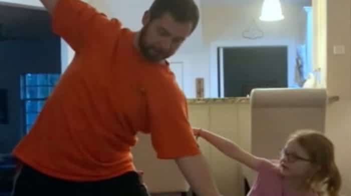 O pai mostrou que leva jeito para o ballet