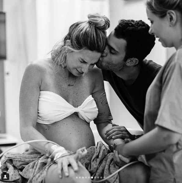 Mari Weickert postou as fotos incríveis do seu parto normal
