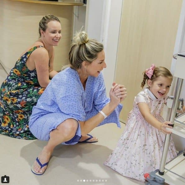 A apresentadora Mari Weickert postou as fotos incríveis do seu parto normal