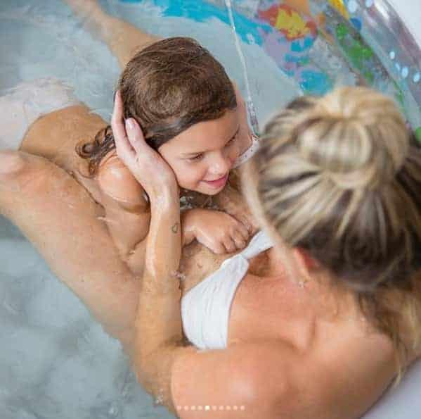 A mamãe Mari Weickert publicou as fotos incríveis do seu parto normal