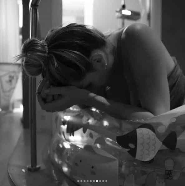 A apresentadora Mari Weickert publicou as incríveis imagens do seu parto normal