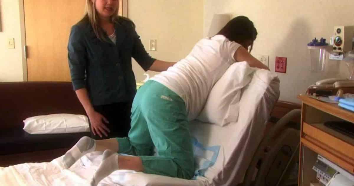 Uma das posições para o parto normal