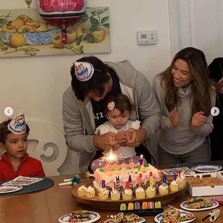 Patrícia Abravanel com a família na festa de um ano de Jane