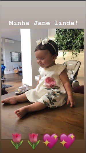 Patrícia Abravanel postou essa imagem de sua filha Jane.