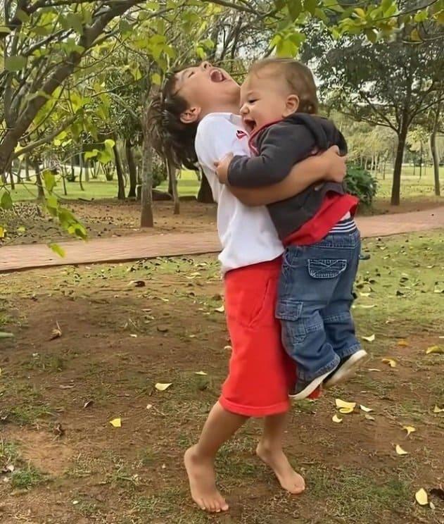 Patrícia Abravanel mostrou os filhos celebrando os passos de Senor