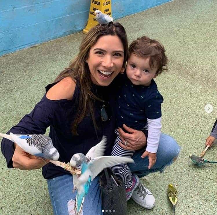Patrícia Abravanel e Jane tiram fotos com pássaros