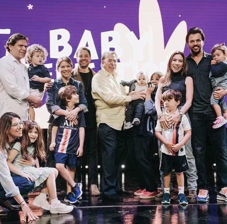 Patrícia Abravanel com toda a família na cerimônia de consagração do pequeno Senor