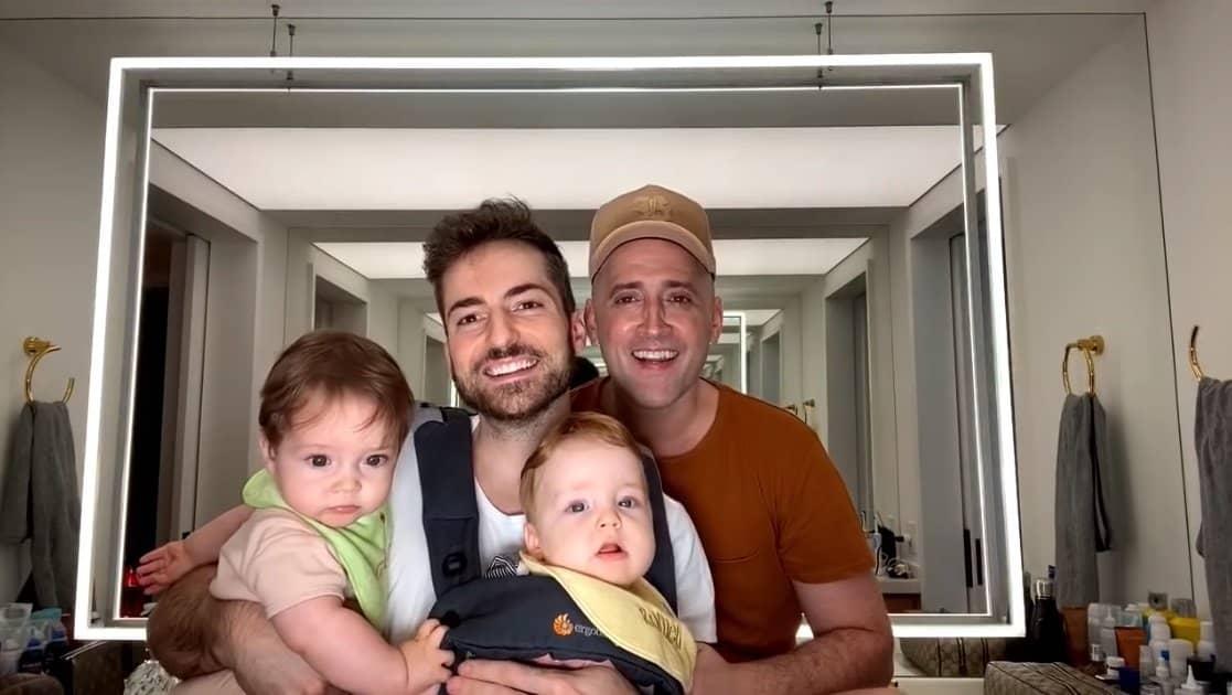 Paulo Gustavo com seu marido e os dois filhos