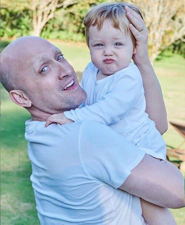 Paulo Gustavo com seu filho Romeu