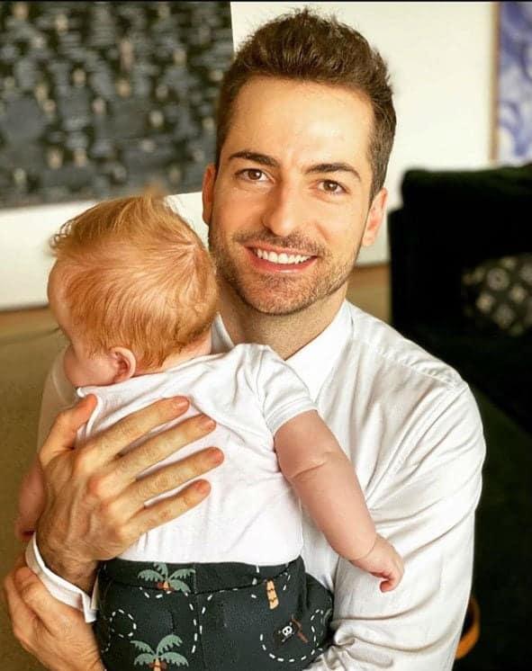 Paulo Gustavo mostrou foto do marido com o filho deles