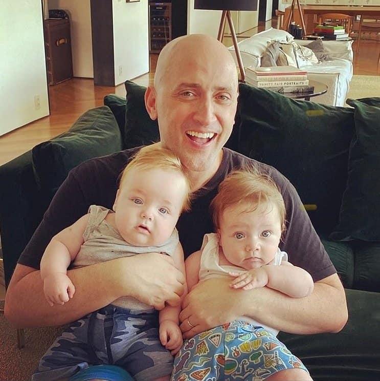 O humorista Paulo Gustavo em rara foto com os filhos