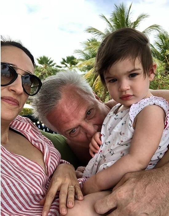 Filha de Pedro Bial está doente porque outros pais não vacinaram os filhos
