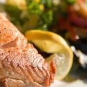 Entenda se é bom comer peixe na gestação