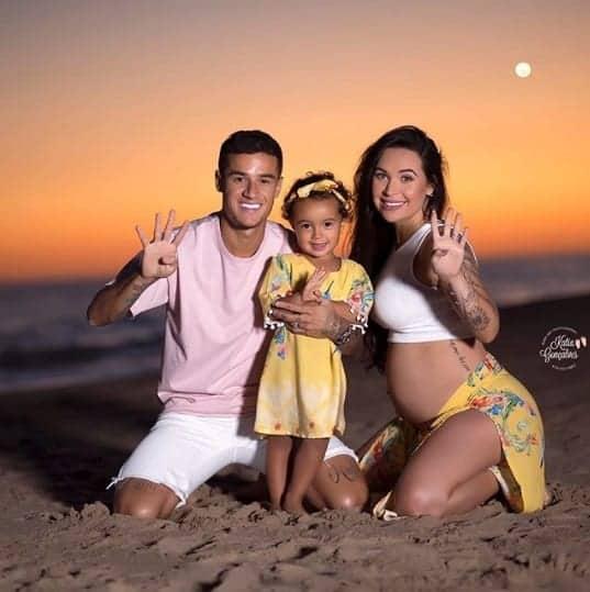Uma bela foto da família do jogador Philippe Coutinho