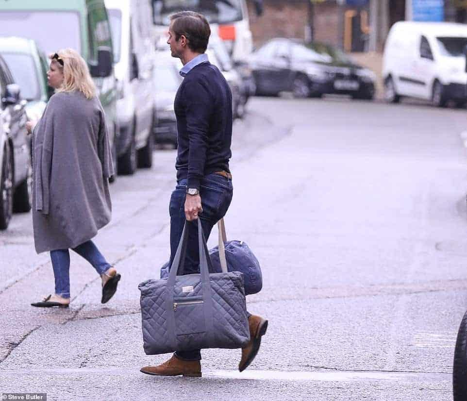 James Matthews, marido de Pippa Middleton indo para maternidade Lindo Wing do Hospital St. Mary em Londres.