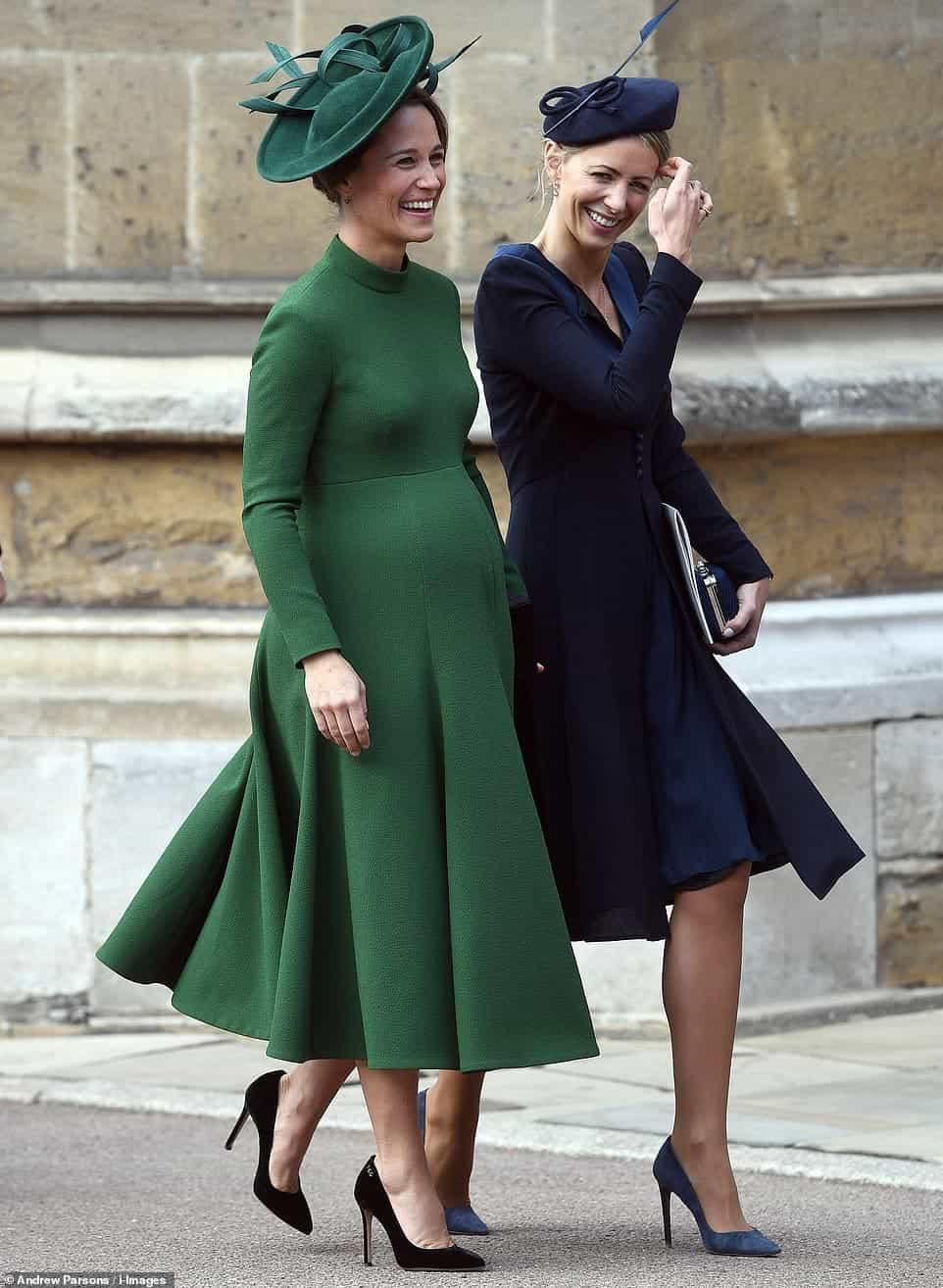 Pippa, a irmã da duquesa Kate Middleton, foi no casamento da princesa Eugenie enquanto estava grávida