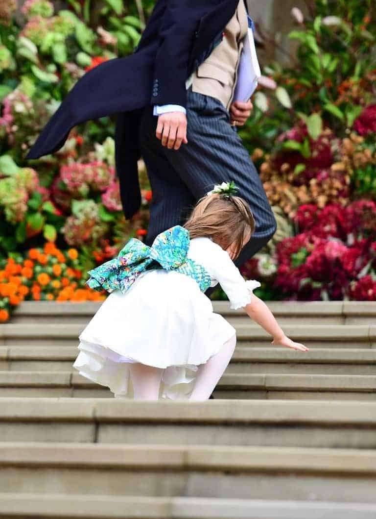 Ao chegar na capela a princesa Charlotte caiu