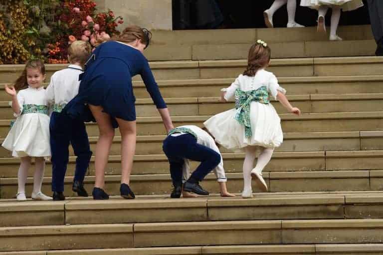 O outro pajem do casamento da princesa Eugenie também caiu