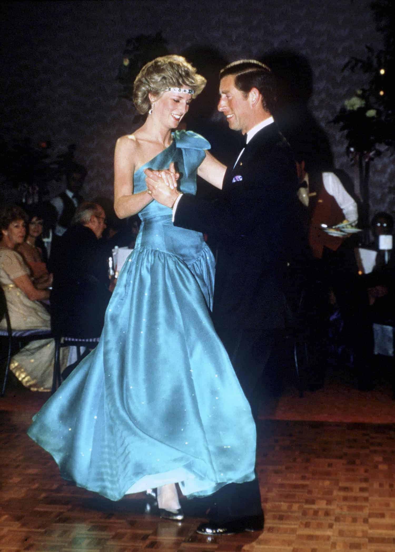 Diana e Charles dançando
