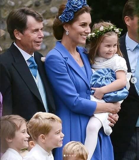 Príncipe George e princesa Charlotte como pajem e daminh
