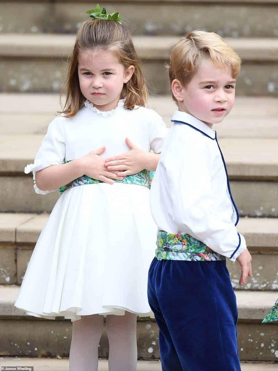 O pajem, príncipe George e a daminha princesa Charlotte estavam muitos fotos durante o casamento