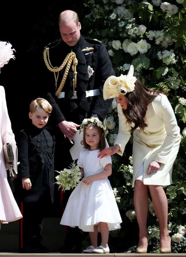 No casamento do príncipe Harry com Meghan Markle o príncipe George foi pajem e a daminha foi a princesa Charlotte