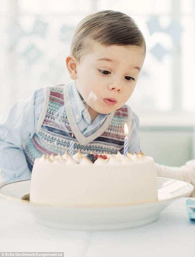 Aniversário do príncipe da Suécia o pequeno Oscar