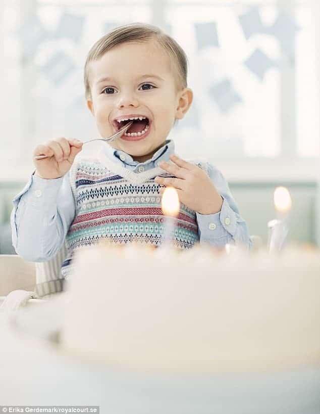 O príncipe da Suécia o menino Oscar fez aniversário
