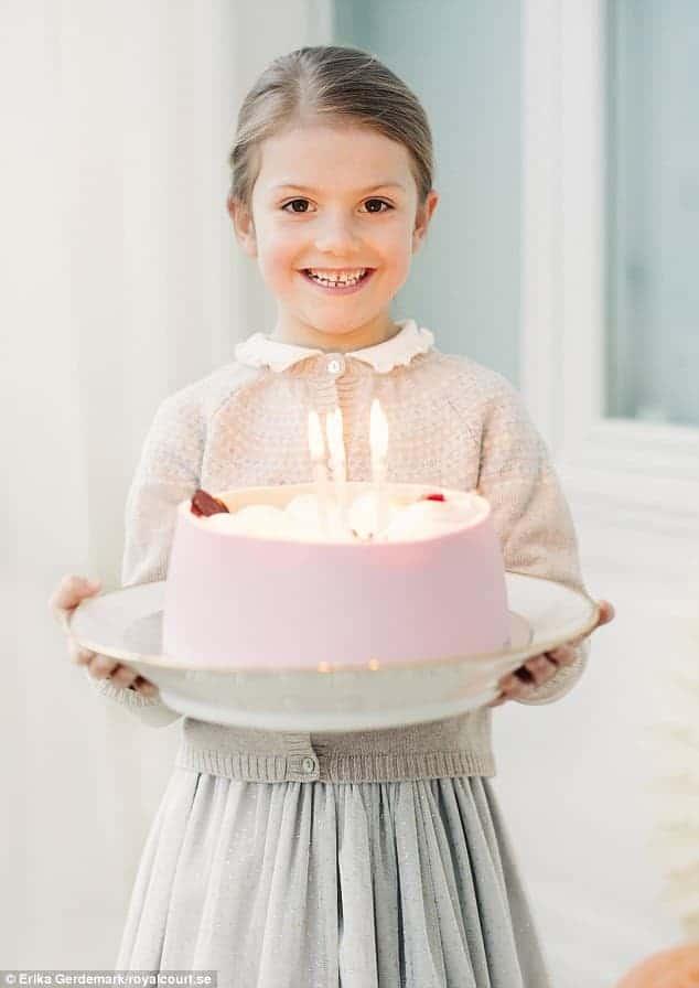 O príncipe Oscar e sua irmã Estelle fizeram aniversário