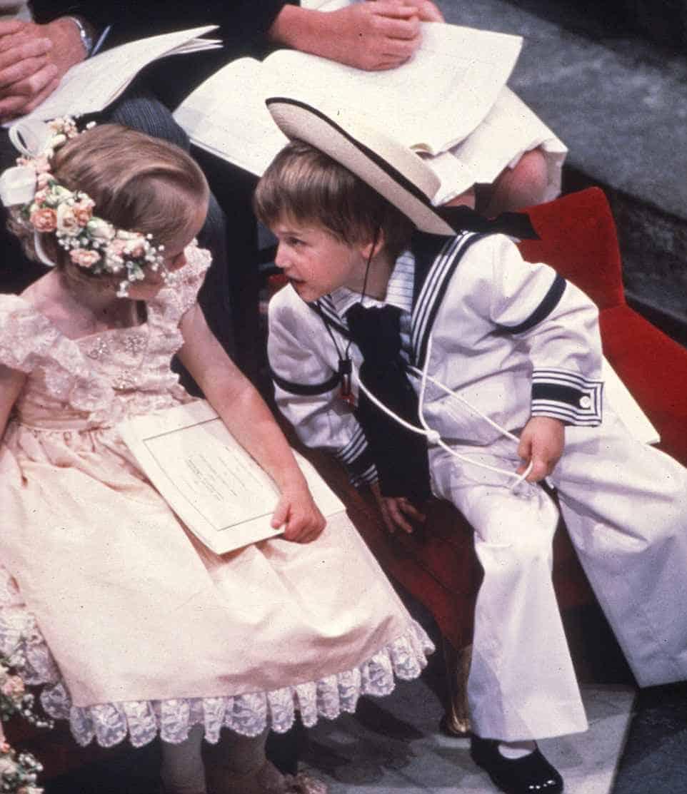 Outra imagem do príncipe William como pajem no casamento do tio, príncipe Harry, e sua prima e daminha, Laura Fellowes
