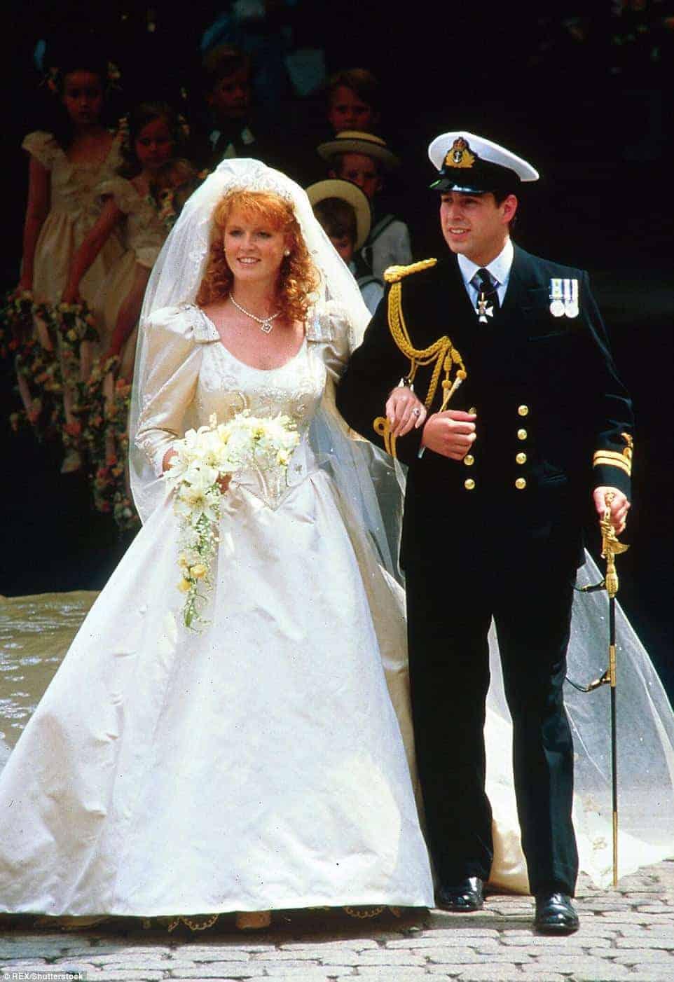 Essa foto foi tirada logo após o casamento do príncipe Andrew com Sarah Ferguson