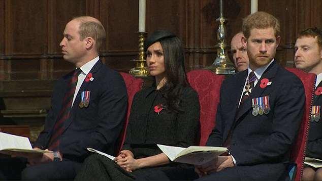 Mais uma imagem do príncipe William lutando contra o sono durante o evento