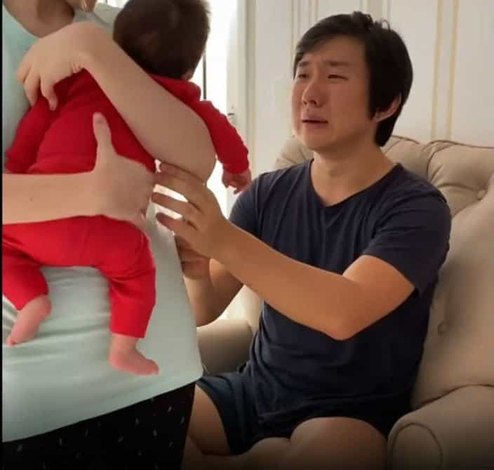 Pyong Lee conhecendo seu bebê Jake